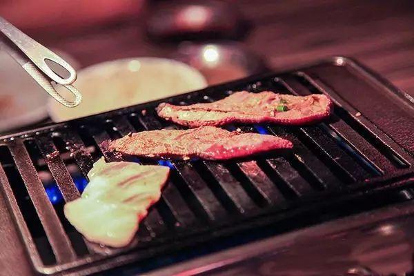 冲绳·烧黑毛猪肉