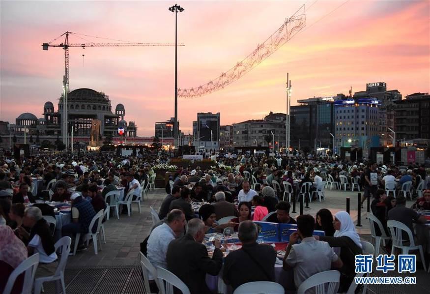 土耳其斋月首日的晚餐